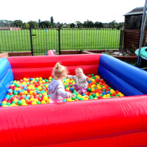 Inflatable-ball-pit
